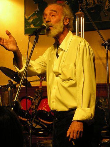 Javier Krahe, durante una actuación