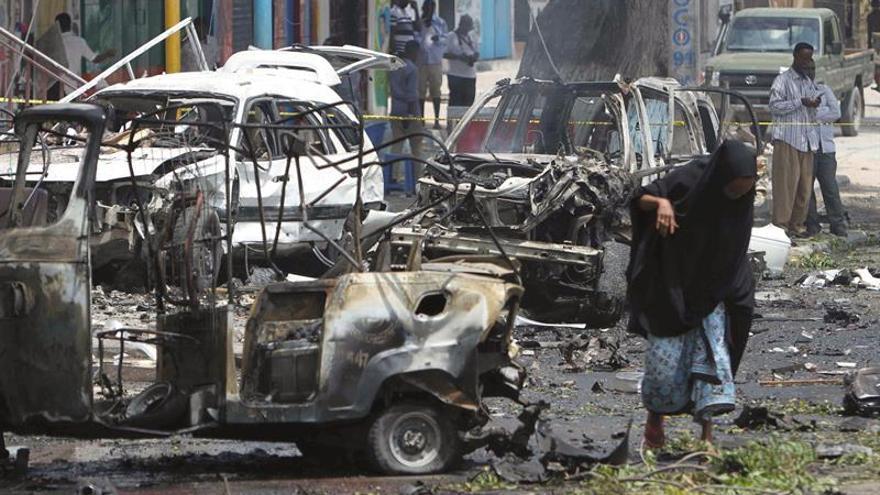 Al menos 6 muertos en un ataque suicida cerca de una oficina del Gobierno en Somalia