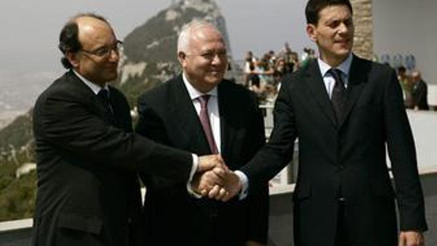 Caruana, Moratinos y Miliband en Gibraltar