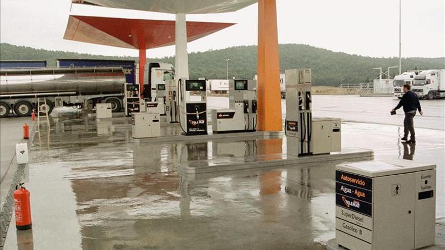 Carburantes y petróleo, claves para un descenso a dos ritmos