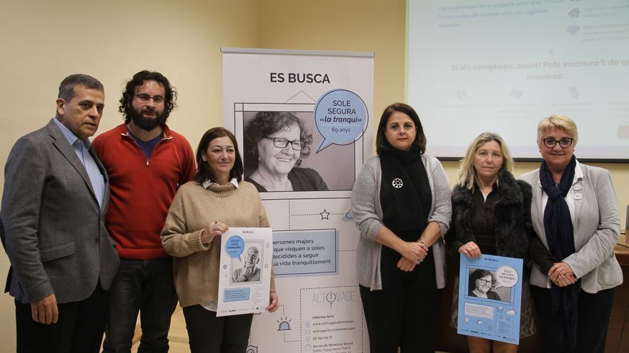 Los ediles Berto Jaramillo (segundo izquierda) y Consol Castillo (derecha) en la presentación del proyecto Activage