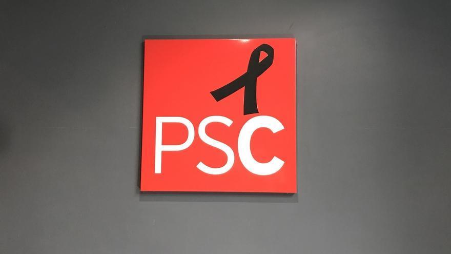 El PSC coloca un crespón negro en su sede por Chacón y abrirá un libro de condolencias