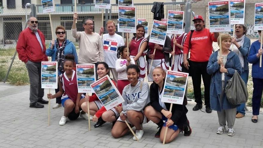Priorizar deportes de equipo o el negocio privado: la pelea por una pista polideportiva en Tetuán