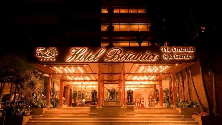 Fachada principal del hotel Botánico