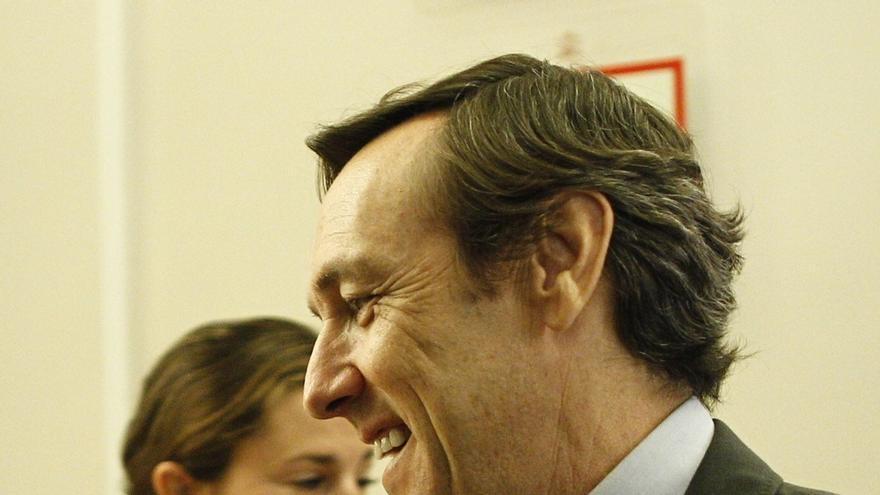 Hernando (PP) admite que no fue acertado ofrecer Madrid a Carmona pero cree que no es democrático excluir al más votado