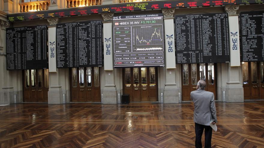 El IBEX 35 sube el 1,10 por ciento a mediodía, a la espera de Bernanke