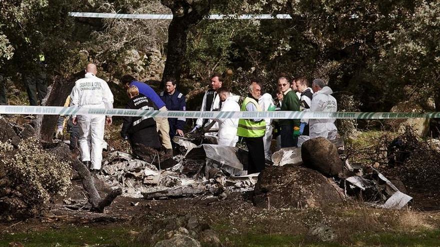 Llegan equipos de investigación al lugar donde se estrelló avioneta en Toledo