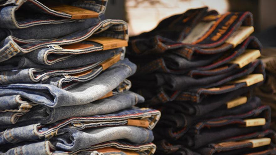 Oxfam Intermón lanzó en 2012 Veraluna Ethical Fashion, una marca textil de Comercio Justo hecha en India.