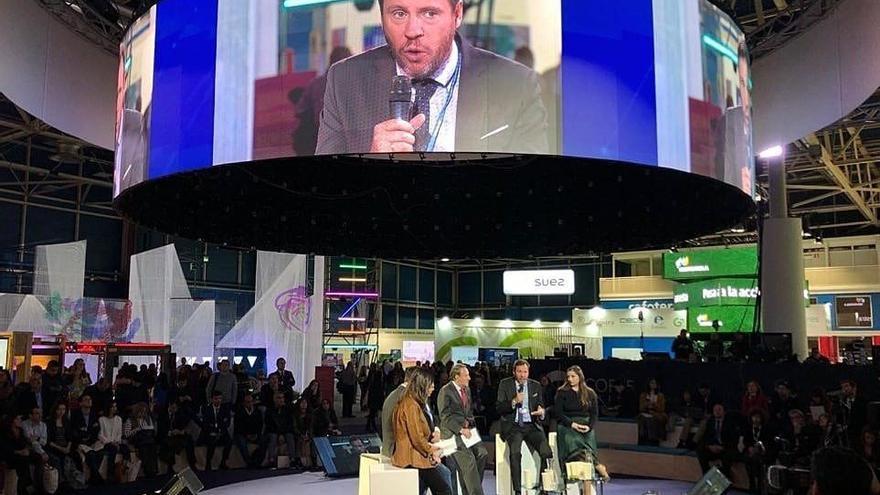 Óscar Puente interviene en uno de los debates de la Cumbre del Clima celebrada en Madrid.