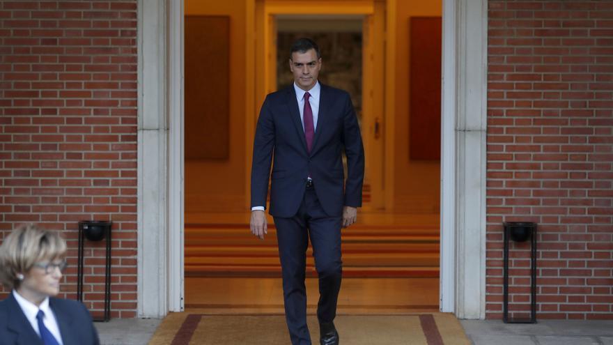 Pedro Sánchez en el Palacio de La Moncloa el 16 de octubre antes de su reunión con Rivera.