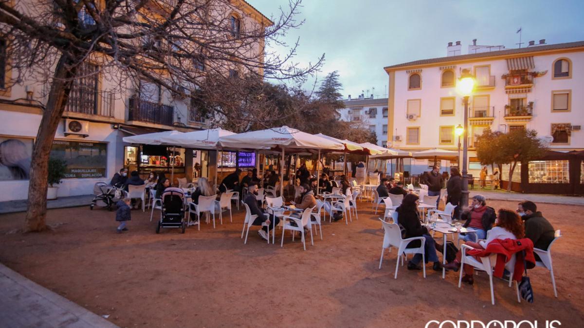 Una terraza en Córdoba, abierta después de las 18:00 cuando era posible