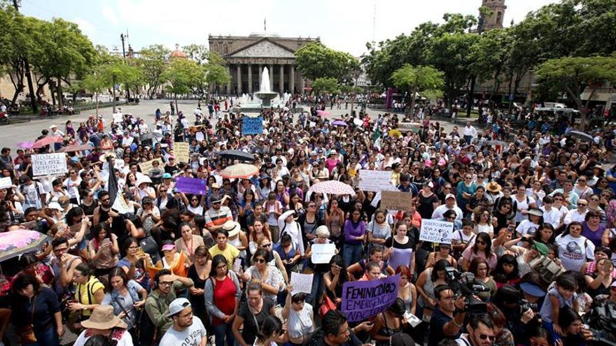 Miles de mexicanas marchan contra feminicidio tras asesinato de la joven Mara