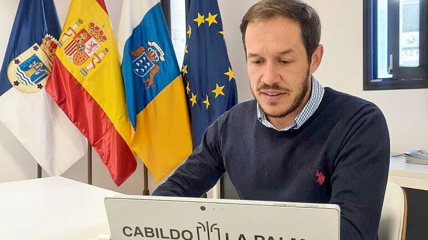 Archivo - El presidente de turno de la Fecai y titular del Cabildo de La Palma, Mariano H. Zapata