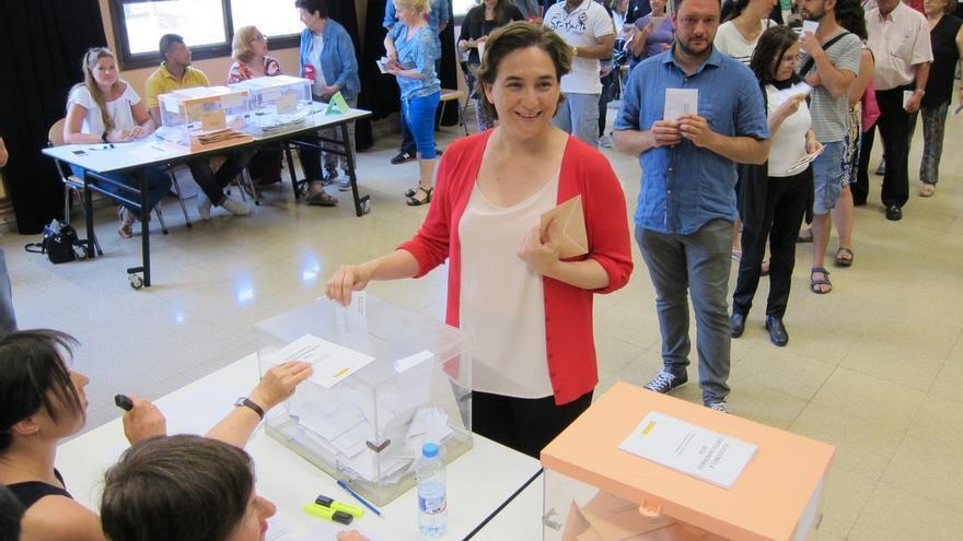 """Colau prevé unas elecciones disputadas y avisa de que """"cada voto es determinante"""""""