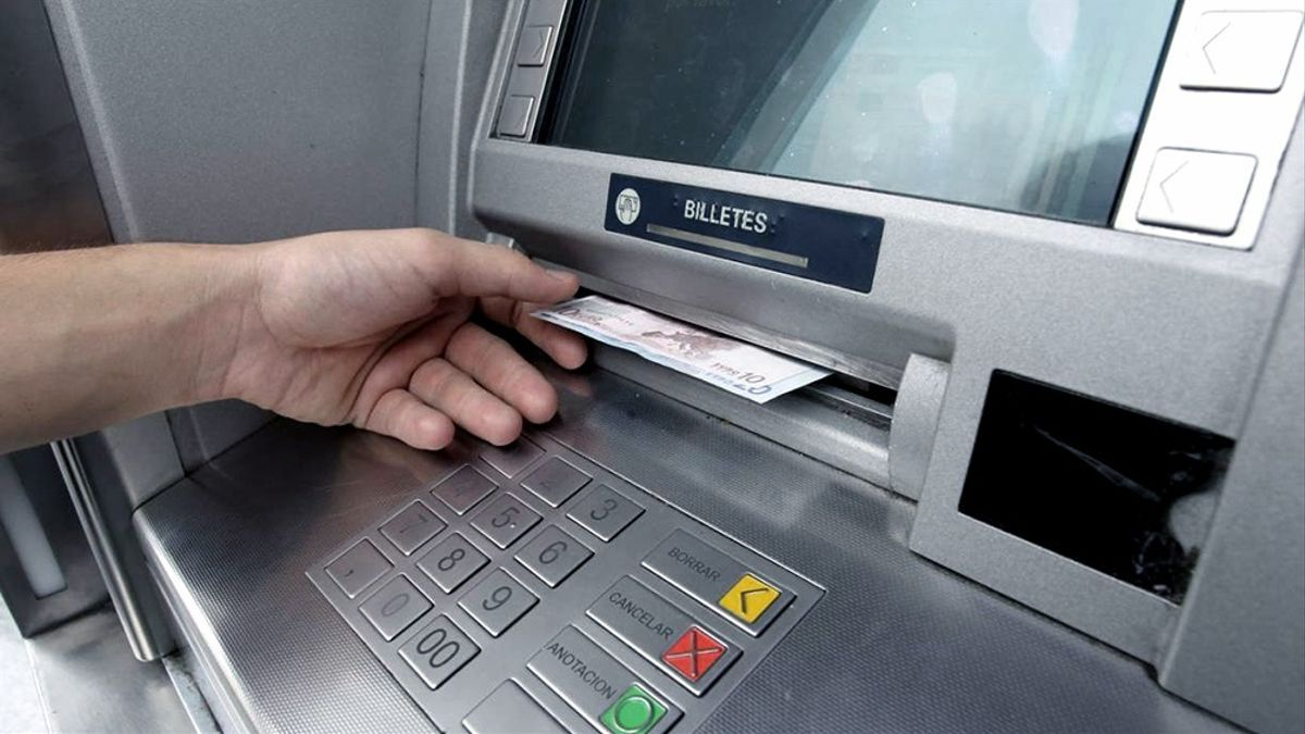 Los bancos cobrarán de nuevo comisiones por el uso de cajeros automáticos.