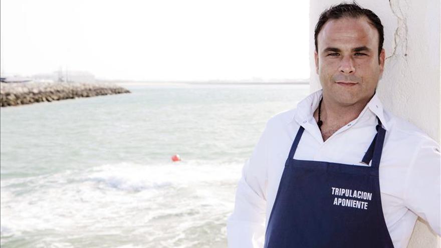 """Ángel León se convierte en """"vampiro"""" para cocinar con sangre de los peces"""
