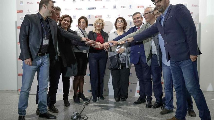 Diez alcaldes se unen en Madrid por el derecho al agua pública