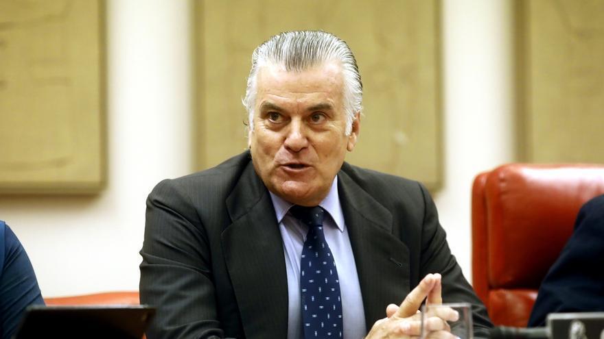 """Podemos acusa a Bárcenas de proteger al PP y """"vivir fuera de la ley"""" y el extesorero le recuerda a Monedero"""
