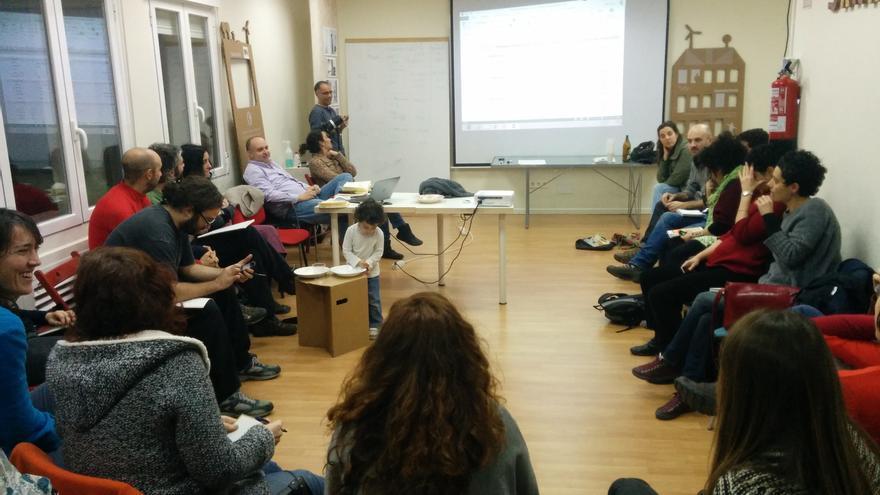 Uno de los talleres realizados por Lógica'eco para acompañar a los grupos en la creación de sus casas. / Lógica'eco