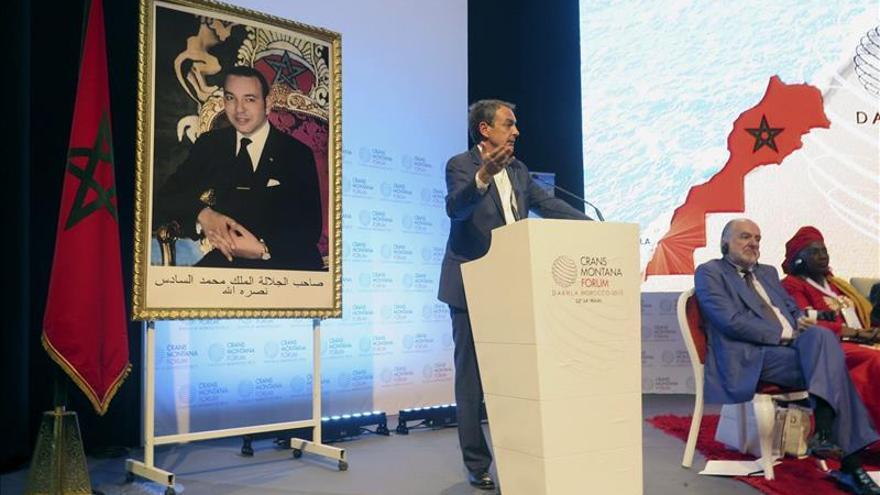 Zapatero dice que todos los derechos comienzan con la igualdad de la mujer