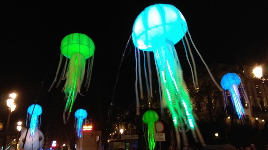 Medusas centelleantes por la Avenida de la Constitución de Sevilla