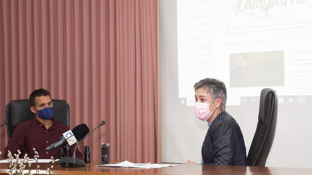 La alcaldesa de Calasparra y el edil de Medio Ambiente, Juan Bernal