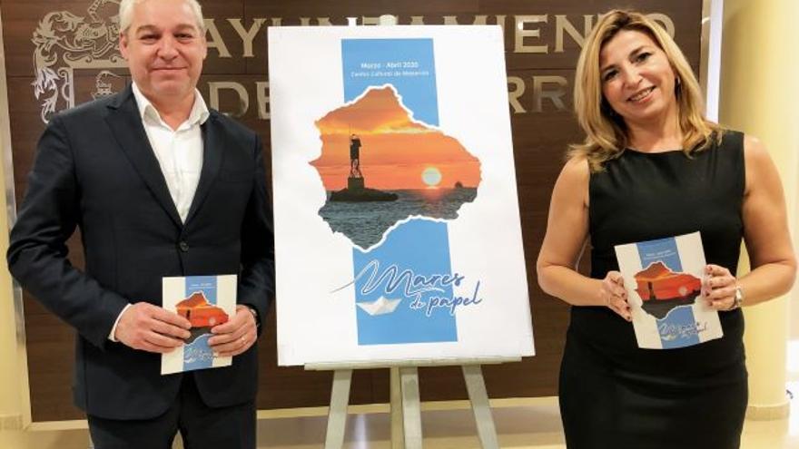 El teniente de alcalde de Cultura de Mazarrón, Ginés Campillo, y la periodista Lola Gracia