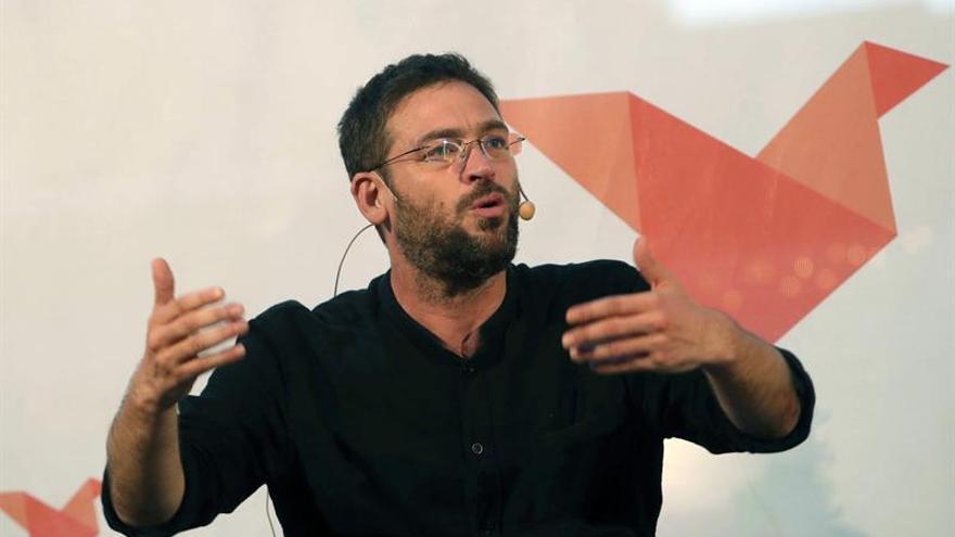 """Podemos: Rajoy es un """"represor"""" y Pedro Sánchez es """"cómplice"""" de la represión"""