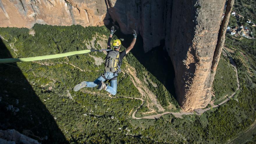 Guillermo Piris abre la ronda de saltos de la expedición.
