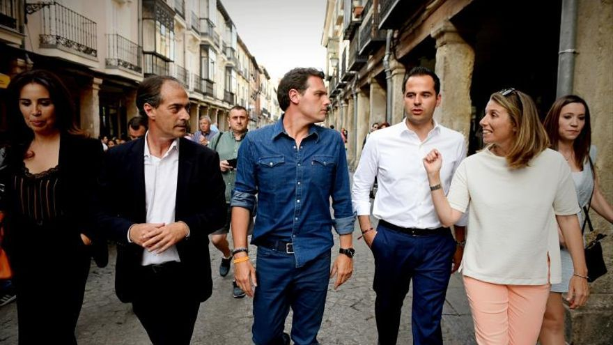 Ciudadanos cierra la campaña con la aspiración de superar a un PP