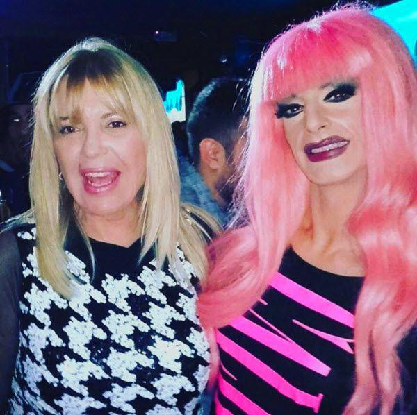 Kika Lorace junto a Bárbara Rey tras recoger su premio | Fotografía: Kika Lorace