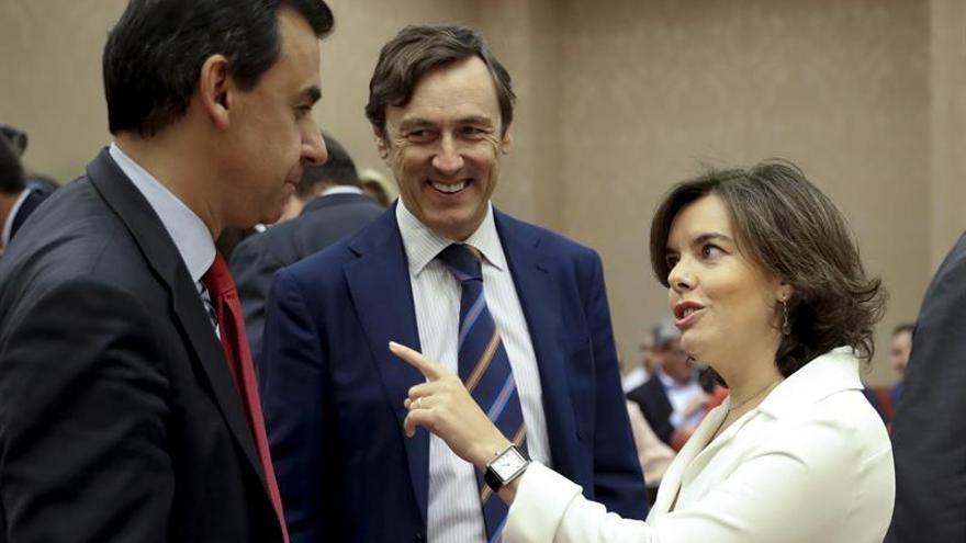 S.Santamaría reprocha al PSOE, que apoyó techo 2017, rechace ahora uno mayor