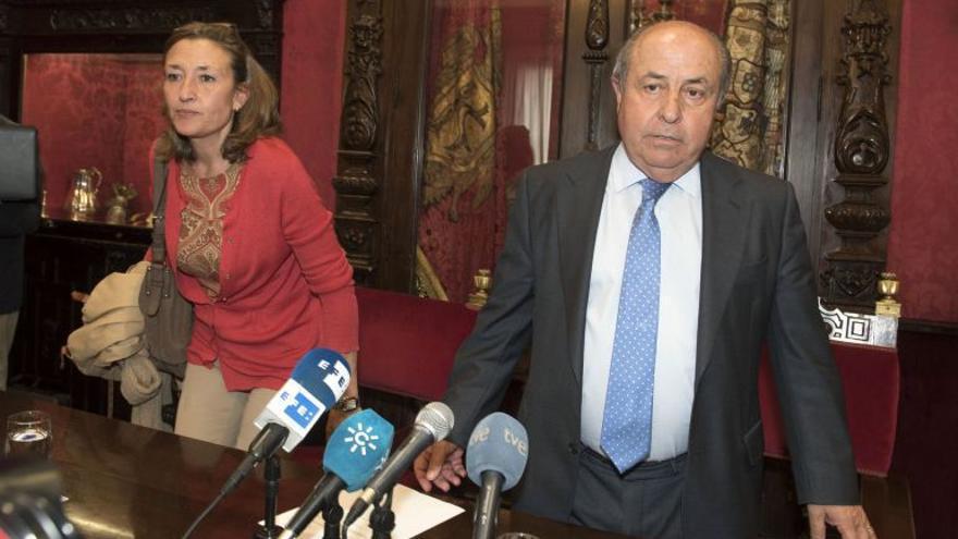 Isabel Nieto y Torres Hurtado en una rueda de prensa