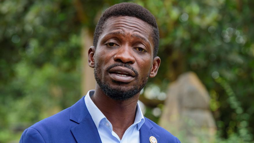 La justicia ordena levantar bloqueo domiciliario sobre el opositor Bobi Wine