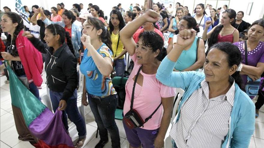 Denuncian falta de investigación de casos de violencia a mujeres en Paraguay