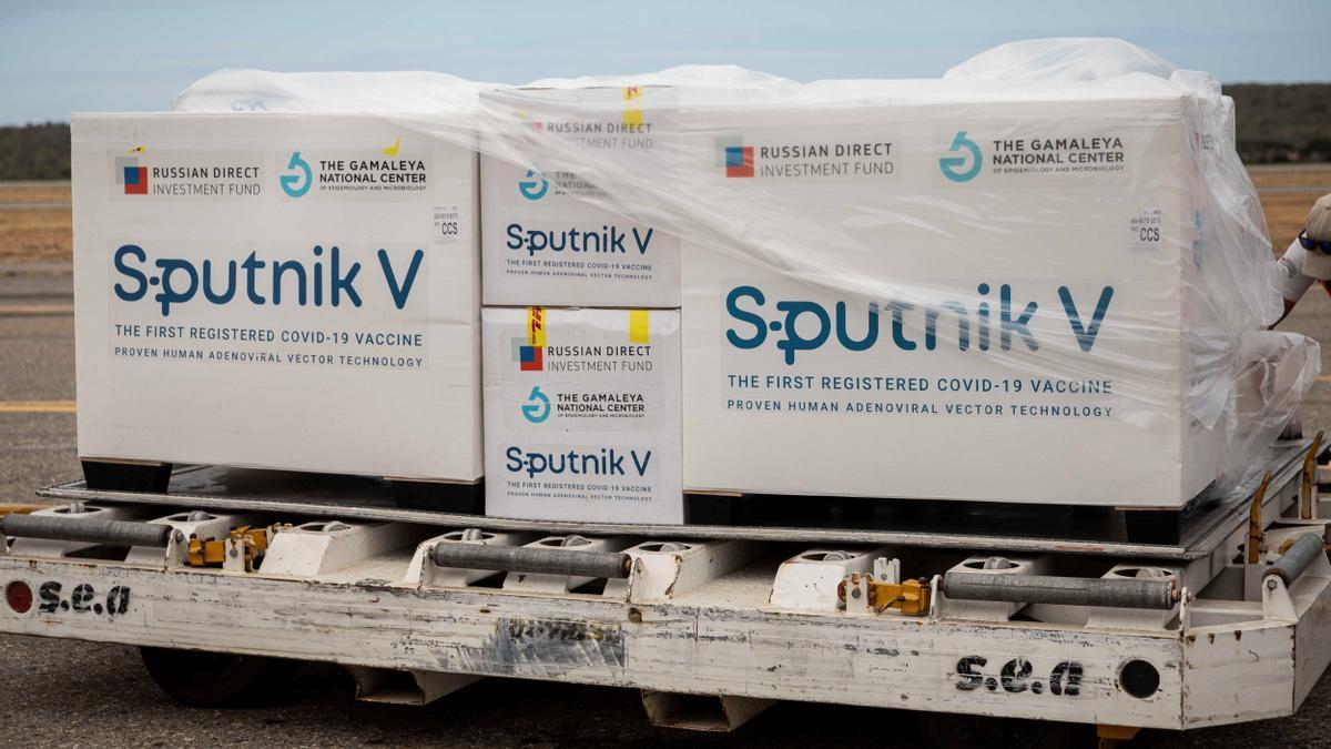 Vista de las cajas de vacunas Sputnik V.