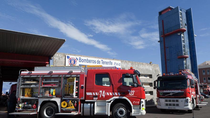 Bomberos de Tenerife interviene en la extinción de un incendio en un garaje en La Verdellada