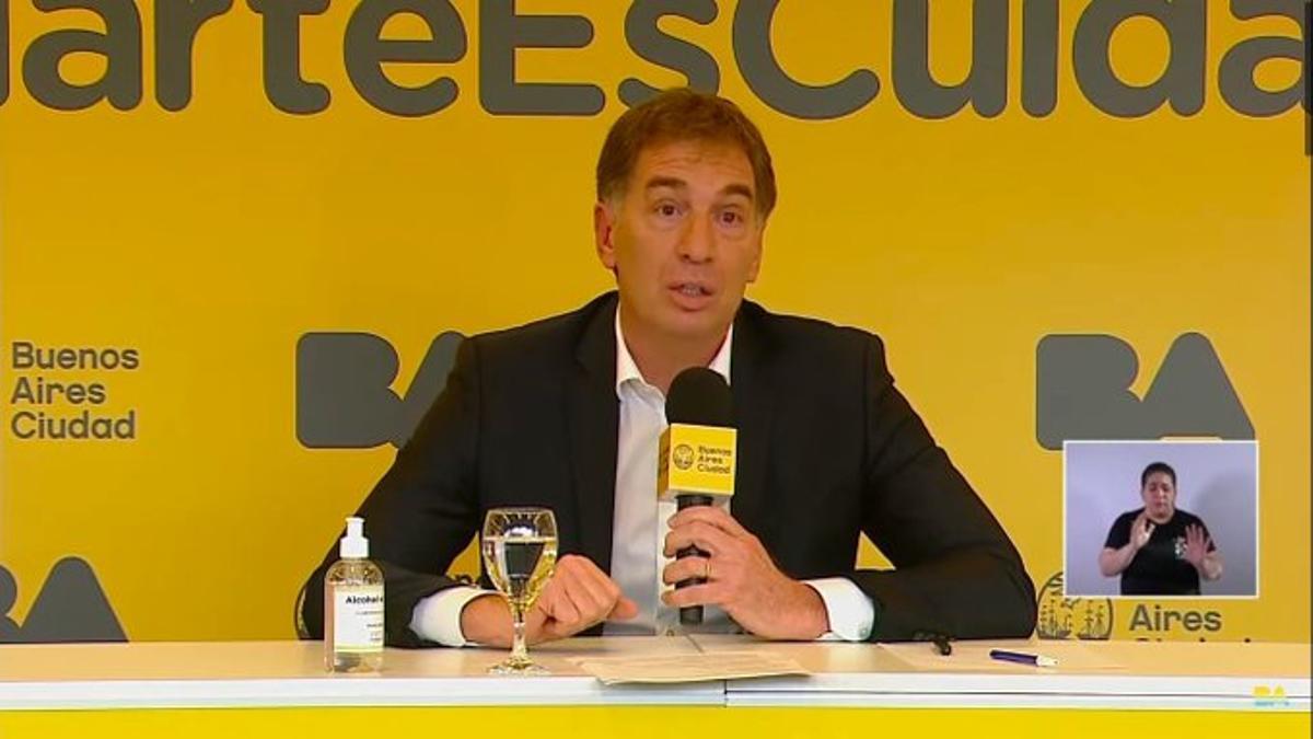 Diego Santilli. en la conferencia de prensa.