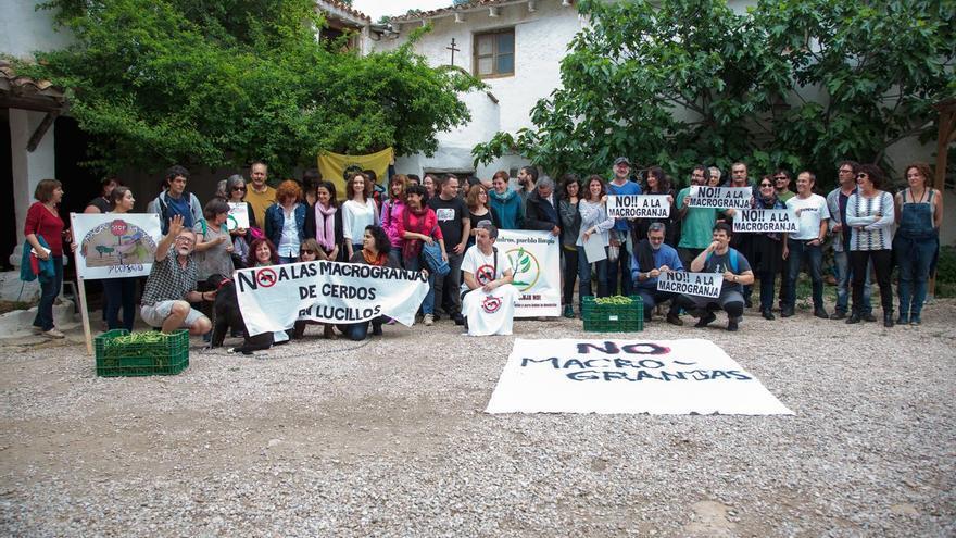 Encuentro plataformas contra la ganadería industrial CLM
