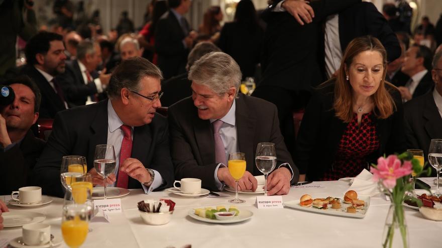 """Zoido agradece a Dastis la destitución del cónsul por su """"intolerable insulto a Andalucía"""""""