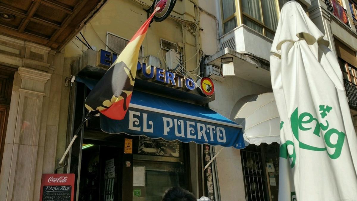 Fachada del bar El Puerto.
