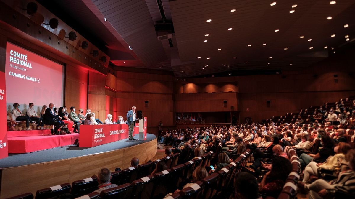 El secretario general del PSOE, Ángel Víctor Torres, durante el encuentro del Comité Regional del partido que ha tenido lugar este sábado
