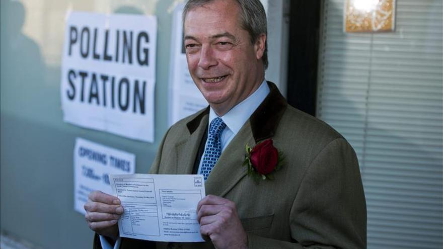 Nigel Farage, primer líder político británico en votar