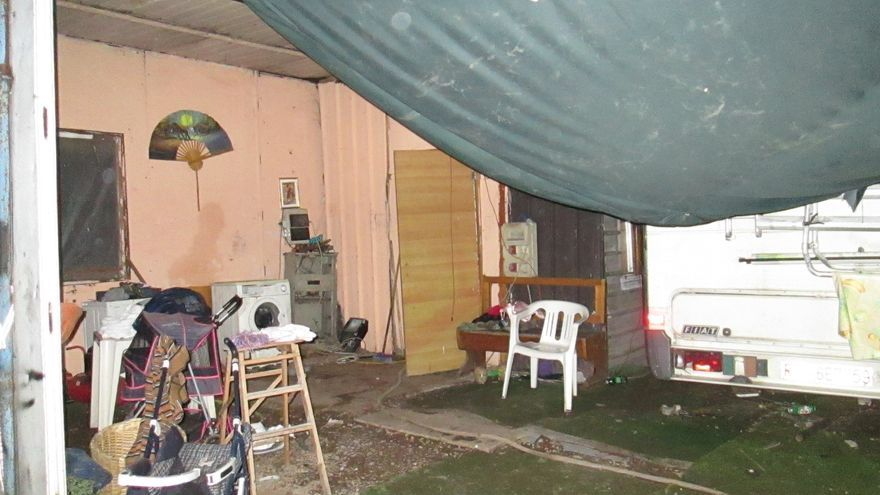 """La """"casa"""" de Giuseppe, en el asentamiento chabolista de La Barbuta / Ismael Monzón"""