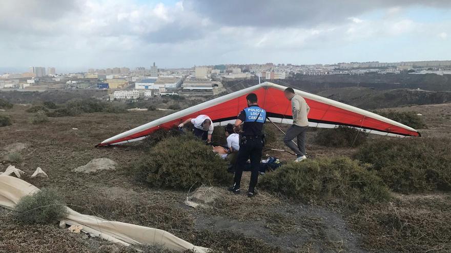 El herido en el accidente de ala delta tiene 39 años. (TWITTER POLICÍA LOCAL)