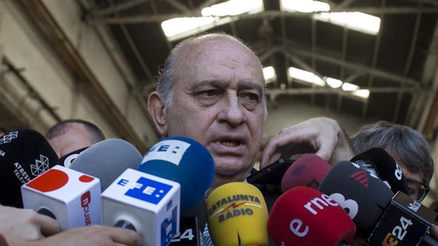 """Fernández Díaz rechaza las peticiones de dimisión y dice ser """"víctima de un ataque"""""""