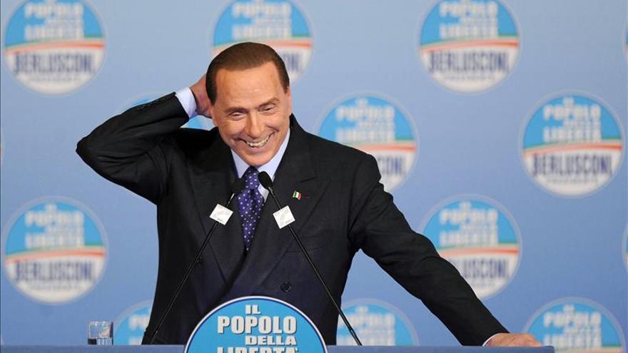 Berlusconi evidencia signos de cansancio en un acto electoral