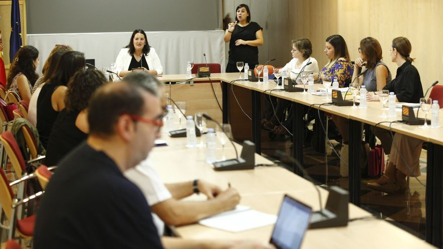Al fondo, la directora del IAM, Natalia Salvo.