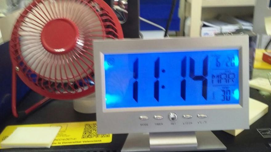 Los trabajadores del juzgado traen ventiladores de casa mientras trabajan a 30ºC