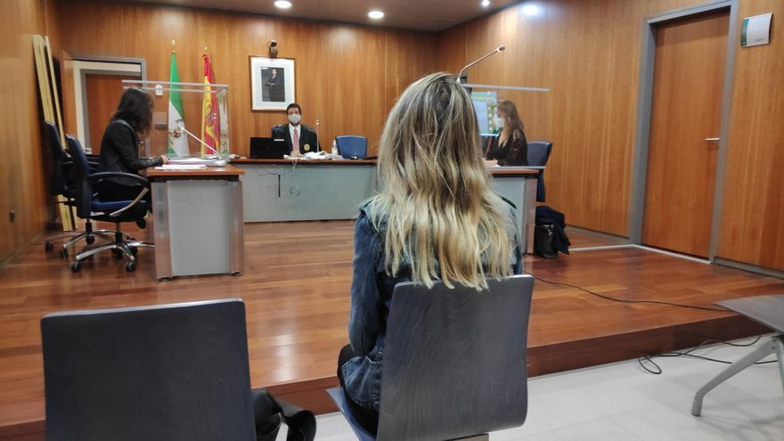 Archivo - Juicio por participar en la exhibición pública, a modo de procesión, de la imagen de una vagina de plástico ataviada como una virgen durante la manifestación del Día de la Mujer el 8 de marzo de 2013 en Málaga.